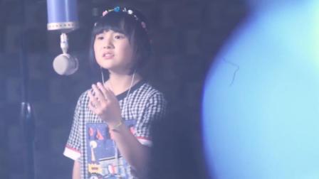 韩甜甜翻唱《纪念》,清澈童声穿透人心,评委差点成了泪人