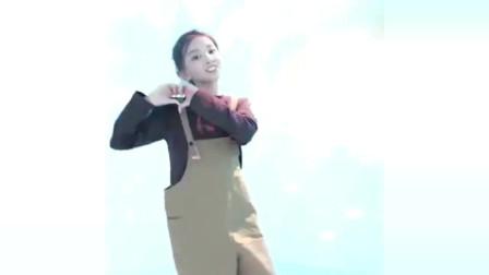 宋小睿版本的《牛奶面包》舞蹈来了,网友:跳的真不错,多才多艺