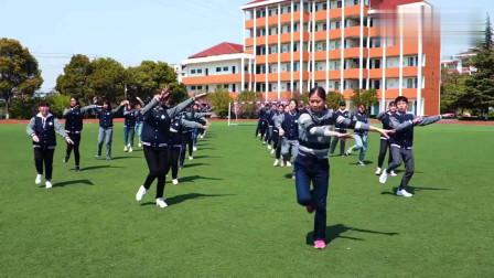 江西中学课间操,老师领学生跳《C哩C哩》舞蹈,看看这动作太标准