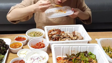 《韩国农村美食》卤的软烂入味的大肘子切片,配上酸辣葱丝,好吃