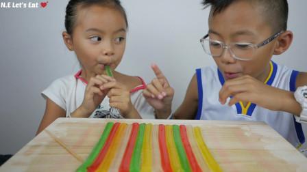 吃美食的声音,小朋友吃果冻、条状果冻,发出咀嚼声真好听