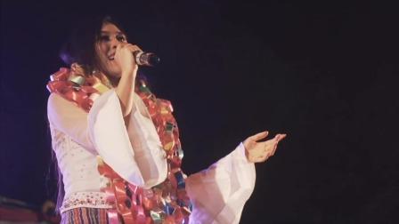 傣族美女歌手现场唱歌,歌美人也美
