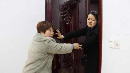 儿媳上班忘记拿手机返回家,婆婆不让进门,传来丈夫惨叫声