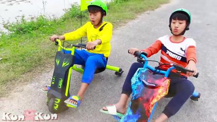 萌娃小正太和弟弟上学快迟到了!得赶紧回学校呀。小可爱们快一点吧!