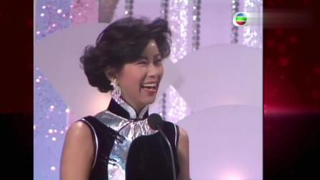 香港小姐:电眼美人李美凤回眸一笑,连小孩都被电晕!