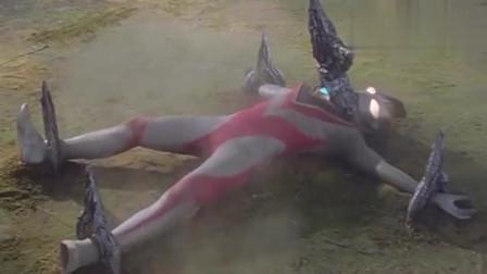 奥特曼:怪兽召唤出巨大的叉子,把奥特曼固定在地面上!