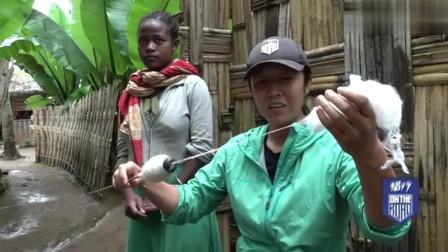 侣行:非洲也有织女?埃塞俄比亚的部落,当地的女孩从小就要学习织线!