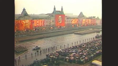 苏联1974年十月革命阅兵,雨中奏响国歌高喊乌拉