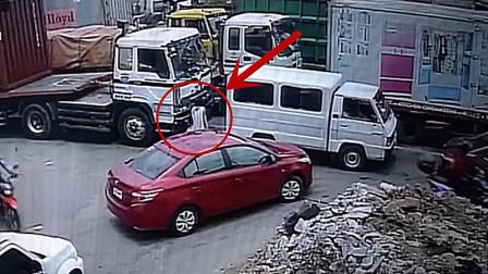 79岁老人横穿马路,遇货车盲区,被碾压身亡!