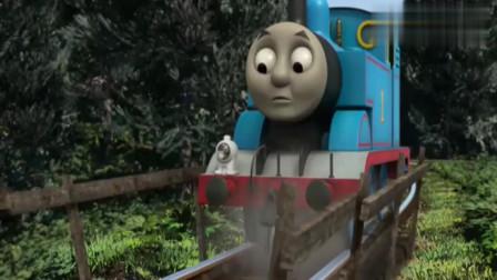 托马斯:托马斯开过破旧的摇摆桥,非常惊险,幸好顺利通过了!