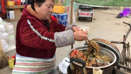 安徽阜阳:农村阿姨街上卖小吃16年!这小吃你吃过没?好吃又美味