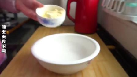 玉米面最好吃做法,加个鸡蛋搅一搅,松软可口,比面包蛋糕都好吃