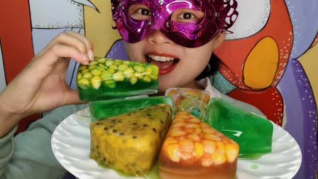 """小姐姐吃手工""""百香果玉米披萨空心彩冰"""",堆满一大盘,冰爽刺激"""