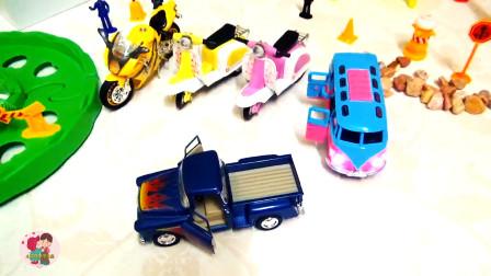 工程车小汽车,摩托车电瓶车,蓝色运输车,小猪猪开电瓶车,儿童玩具亲子互动