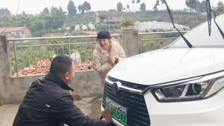 农村姑娘买的新能源汽车,男友聊一下使用心得,电动车还能买不