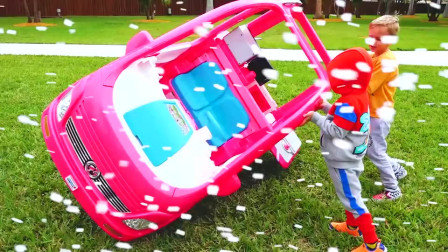 好奇怪啊!萌娃小可爱们开着小汽车出门游玩,为何一路上遭遇不断,咋回事?