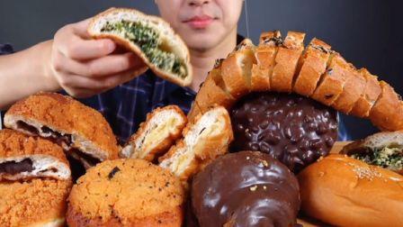 ☆ DongGu ☆ 炸酥粒面包、炸红豆酥粒面包、韭菜面包、黑巧克力面包、黑巧克力可颂、法棍 吃播咀嚼音(新)