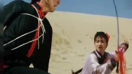 惠英红是有真功夫的,不仅武功了得,还会耍剑,精彩