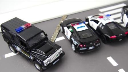 三辆小车在马路上炫技飙车被各种陷阱抓住.mp4