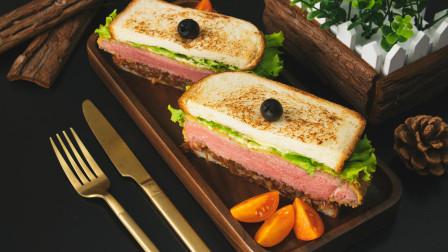 厚实诱人的焦糖洋葱牛肉三明治,今日份舌尖上的美食