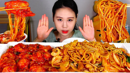"""韩国吃播:""""香辣海鲜面+辣炒虾仁"""",搭配超辣泡菜,吃得真馋人"""