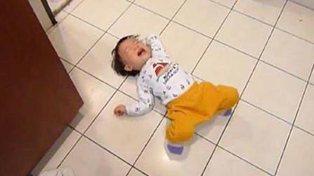 孩子哭闹着要玩具,父亲选择这样做孩子不哭了!网友:做的对!