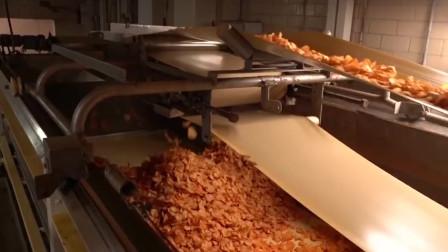 土豆加工成薯片,过程看着都诱人