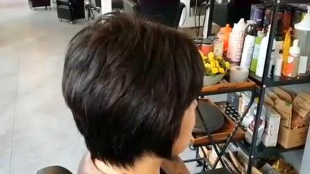 47到57岁女性短发这样剪,干练显年轻,气质翻倍