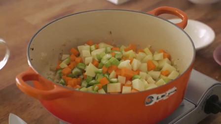 《韩国农村美食》蛤蜊奶油汤,放入大量蔬菜炖的软烂入味,看着很美味