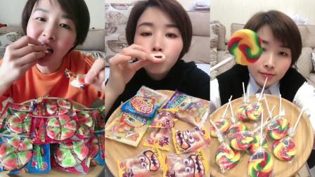 美女试吃牙齿软糖和小披萨糖,大棒棒糖,小朋友们,喜欢吃哪个呢?