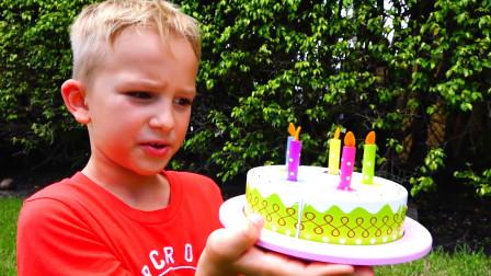 哇塞!今天是萌娃小可爱的生日吗,为何他得到了生日蛋糕呢?能吃吗?