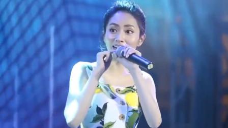 演唱时话筒被消音?刘惜君:不好意思我是真唱,给我换个话筒!