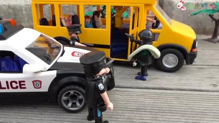 成长益智玩具,警察指挥交通,放学安全行驶过程指挥!