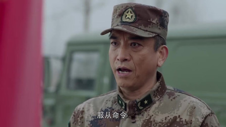 排长当着众人的面,竟敢顶撞参谋长,原来是参谋长儿子啊