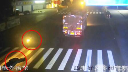 7旬老人被撞倒地肇事者逃逸 随后又惨遭后车多次碾压身亡