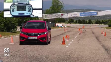 大众poloVS本田飞度,麋鹿测试表现,同是微型车,这差距辣眼睛!