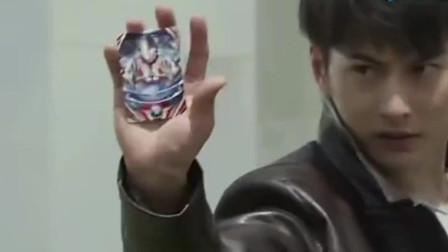 欧布:奥特曼卡牌居然还能反射激光
