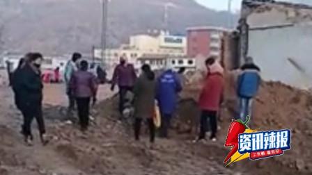 【早间辣报】甘肃一拆迁工地挖出大量古币 村民持铁锹连夜淘金