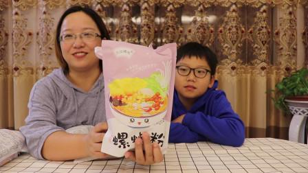 网红小姐姐都在吃的螺蛳粉,粉色的包装很少女心呀,吃起来怎么样