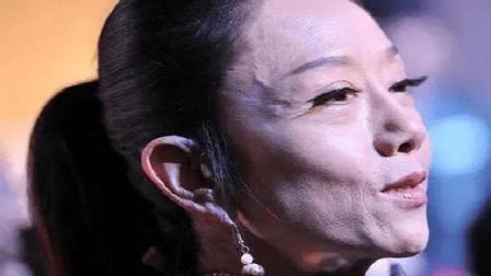 61岁杨丽萍撞上62岁邓婕,网友:保养过度与自然老去的差距,很真实