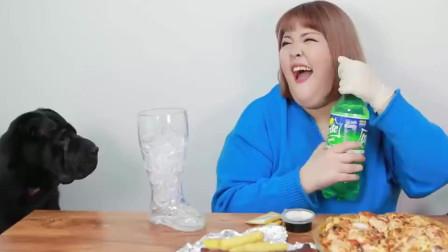 《韩国吃播秀彬》吃烤肉披萨和整只烧鸡,流口水了!