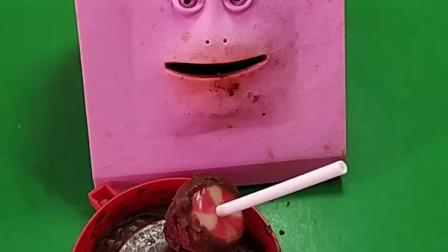 海绵宝宝想吃棒棒糖,自己动手做了巧克力棒棒糖,小朋友海绵宝宝做的棒棒糖你们喜欢吃吗?