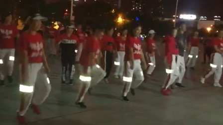 红衣美女们爱跳健身塑形操,没事跳一跳,瘦出小蛮腰