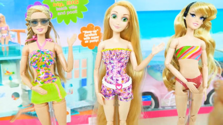 芭比娃娃的海滩泳装玩具,换一身漂亮的泳装去海边玩耍吧
