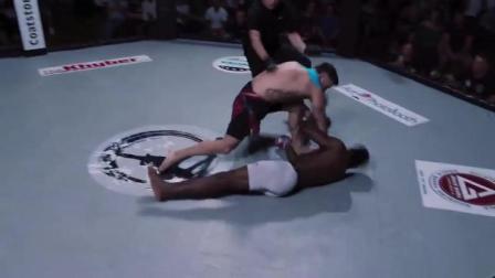 3秒极速KO!开场第一拳黑色肌肉男就被打成植物人,昏迷不醒