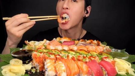 韩国吃播小哥,吃三文鱼寿司拼盘,一口一块真过瘾