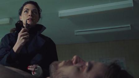 影视:受伤女犯人发现手指被老头砍下,刚要复仇,老头送她只人手