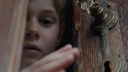 影视:许愿得来的出房间就会成灰烬,有天妈妈没看住,儿子出门了