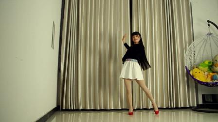 小芒广场舞《在哪里》好听的歌曲  优美的舞蹈