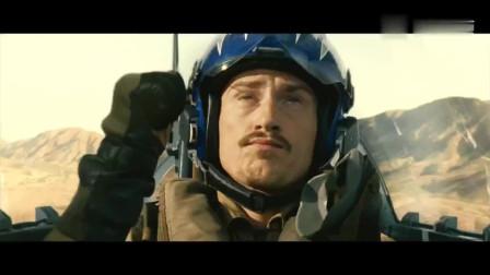 经典电影战斗机低空超音速飞行产生音爆云瞬间震碎门窗玻璃